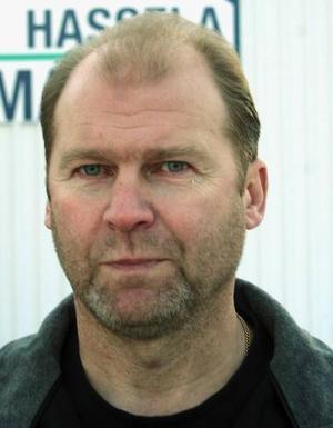 Bernt Jonsson sköter även snöröjning på tre länsvägar ut från Hassela