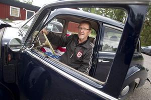 Stolt ägare. Den gamla Studebakern har en brokig historia. Nu är den återbördad till Jimmy Andersson.