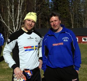 Nöjda. Målvakten Jens Lissel och tränaren Tomas Hultgren kan glädjas över att Dala-Järna har tagit sju av nio möjliga poäng i säsongsupptakten.