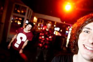 Punkrock-bandet gör två spelningar i Söderhamn i helgen. De lovar nya låtar och ett