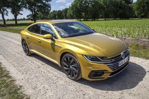 Kombikupén Volkswagen Arteon väcker känslor från utsidan jämfört med gamla Passat CC.
