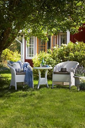 Det är lätt att förivra sig och ändra för mycket på det nya sommmarstället. Förändra till exempel inte på trädgården innan du ser hur solen står under sommaren.