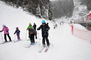 Det är inget överflöd av snö i nya backarna men tillräckligt för att skidåkarna skulle ta sig tillbaka till Fjällgårdsplatån.