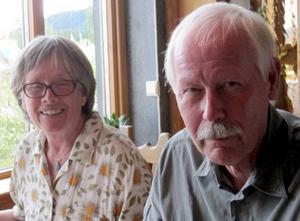 Birgitta Iwald och Nils-Åke Bråtner från Tjällmo såg Snillefilmer hos Wikners Persåsen.