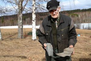 Vad är det för plog? Och är det bara en grå sten? Arne Ullmark skulle gärna vilja veta.
