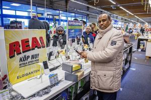 Hassan Farah var intresserad av en ny mobil.