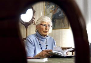 Ett liv utan böcker är otänkbart tycker Britt Edman. Hon leder litteraturträffar inom SPF i Kopparberg.
