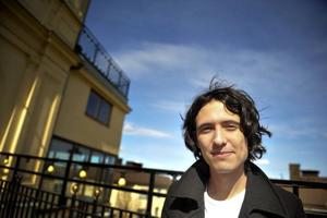 Fängslande författare. Jonas Hassen Khemiri ska öka läslusten på Tillbergaanstalten.Foto: Jessica Gow/Scanpix