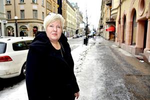 Maria Bäckman, ordförande i Vårdförbundet Västernorrland, är minst sagt oroad över att var sjätte sjuksköterska i landstinget slutade under 2015.