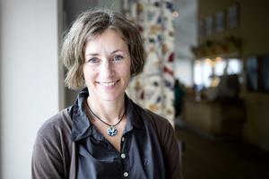Marie Ulväng är forskare vid ekonomi-historiska institutionen vid Uppsala universitet och har skrivit en avhandling om bondebefolkningens klädedräkt under 1800-talet.