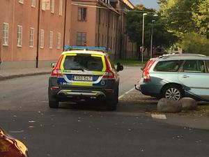 Polis har åkt ut till platsen.