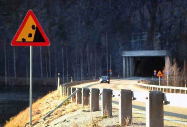 Vägverket har upptäckt att den invändiga betongen i Stadsbergstunneln håller på att lossna. Trafiken genom tunneln kommer i första hand att stoppas nattetid. Foto: Ingvar Ericsson