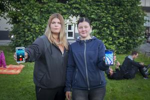 Maria Glad och Amanda Andersson är nöjda över hur många som kom förbi under kvällen.