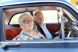 Nisse och Paula Larsson kom till rallyt för tredje året i rad med sin Volvo Amazon 62 års modell.– Det är trevligt med lite finåkning. Men också det sociala, att träffa folk och årets frågetävling, säger Paula Larsson.