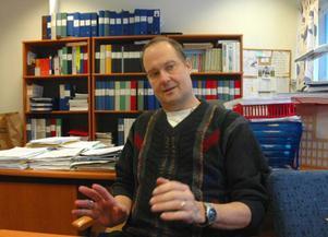 Lars-Eric Bergman, ordförande i barn-, kultur- och fritidsnämnden, har tillsammans med nämnden en tuff uppgift framför sig. Nästa år saknas minst tio miljoner kronor. Foto: Jonas Ottosson