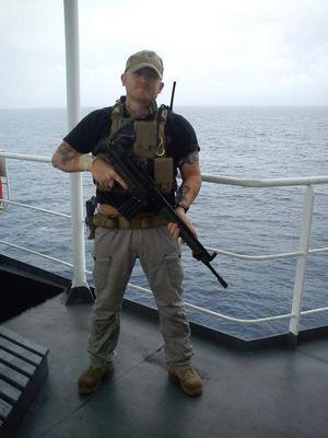 Innan han greps jobbade Daniel Bakke som säkerhetsoperatör. Ett arbete som innebar att han beskyddade fraktfartyg från piratangrepp.