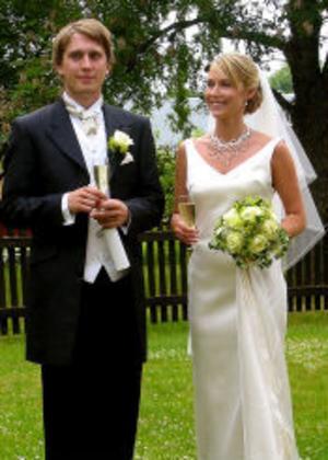 Marcus Jonsson och Annelie Molander, Uppsala, vigdes den 16 juli i Danmarks kyrka utanför Uppsala. Vigselförrättare var Marit Järbel. Paret har antagit namnet Engholm. Brudgummen är född och uppvuxen i Sundsvall. Foto: privat