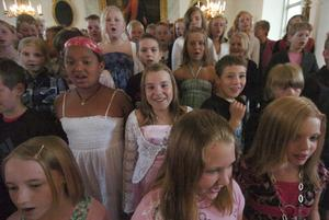 Kilaforseleverna passade på att sjunga in sommarlovet på skolavslutningen i Hanebo på fredagen.
