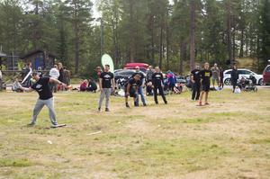 Under lördagen spelade Sundsvalls gym brännboll på ängen på Södra berget, för att samla in pengar till barncancer fonden.
