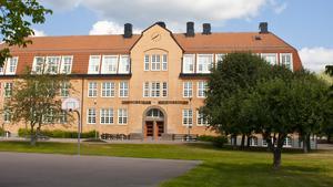 Fyra av de sex avklarade löftena är direkt kopplade till skolan, på olika nivåer.