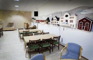 I det här rummet finns små miniatyrer av byggnader i Ockelbo. Pamela Warren föreslår att salen används till fullmäktigemöten i framtiden. Just nu äger de rum i aulan på Perslundaskolan.