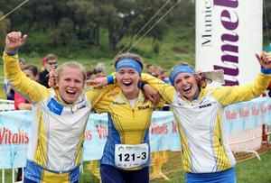 Det svenska silverlaget vid EM i Portugal. Lilian Forsgren, Alva Olsson och Karolin Ohlsson.