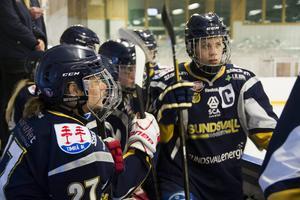 Beatrice Johansson (till höger) fortsätter som kapten.