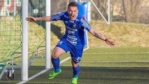 Måljubel är alltid lika roligt, Södras Emil Zoltek firar ett av sina åtta mål.