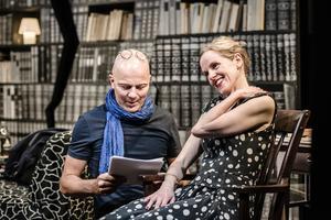 Skådespelarna Åke Arvidsson och Malin Alm under repetitionerna till