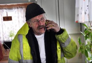Förre kommunale chefen Elis Johansson älskar sin pensionärssyssla.