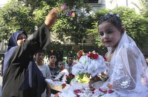 Oacceptabelt. Barn- och tvångsäktenskap är en del av ett system för att kontrollera och begränsa flickors och unga kvinnors frihet, skriver debattörerna.foto: scanpix