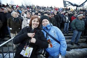 Britt Mattsson, fotograf, och Sofia Wike, reporter, var på plats på Studenternas.