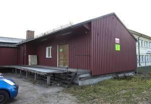 Det är inte den första loppisen i Sundsvall – och garanterat inte den sista heller men konceptet är nytt för Sundsvallsborna. På Återbuket sälje de varorna åt kunderna som hyr en hylla.