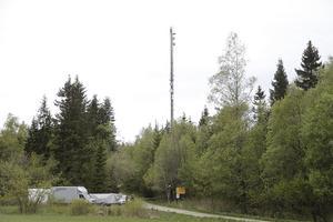 Avspärrningar vid vägen till masten utanför Borås.