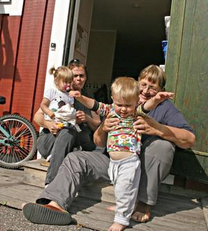 Rävlyan är full med barn.  Föreståndarna Marianne Olofsson och Viveka Blom har redan fullt med barn i Rävlyan och Texas Olofsson och Isa Schüttman har redan hunnit ta sina första steg vid den nya lyan.