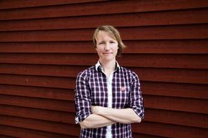 Christina Hedin, Norderön, kandidat för Vänsterpartiet:   1. Vi är beroende av friluftsbesöksnäringen, om klimatförändringarna blir kraftigare kommer vi inte att ha samma vinter. Vi måste göra något för att dämpa klimatförändringarna vilket innebär ett bredare engagemang i miljöfrågor.    2. Jämtland är i dag ledande i Sverige på hantverksmässig livsmedelsproduktion, det skapar jobb. Genom att stödja jordbruket kan landsbygden leva vidare och tillåta människor att bo kvar utanför städerna. Det görs bäst genom att låta maten kosta det den faktiskt kostar att producera.   3. Ska avgöras på lokal nivå men med bistånd från en nationell nivå. Samtidigt är det viktigt att inte förlora förmågan att se över sin egen händelsehorisont. Problemet är när det blir lokala konflikter mellan djuren och människan.
