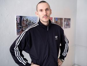 Multikonstnären Ruben Wätte har handlett studenternas arbete.