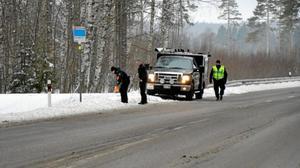 Det var här på länsväg 244 som 20-åringen hittades.