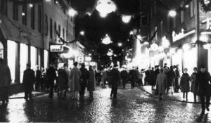 1962. Julkommersen efter Prästgatan var i full gång.