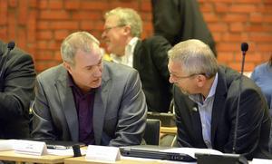 Leif Edh och Kjell Grip tar avstånd från det sätt som asylverksamheten i Torpshammar och Viskan beskrivs i kommunens årsredovisning.