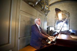 Förre domkyrkorganisten Rolf Ericzon gav åhörarna ett smakprov på vad han själv och den moderna Setterqvist-orgeln i Ljusdals kyrka kan prestera.