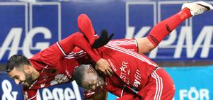 Saman Ghoddos och Ken Sema jublar efter 1-5-målet mot Örebro på måndagen.