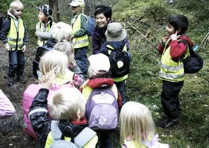 Solgårdens förskola blev den sista barngruppen som Pia Möller Andersson guidade genom Stentrollsskogen på Söderåsen. Nu lägger hon sagostigen åt sidan.