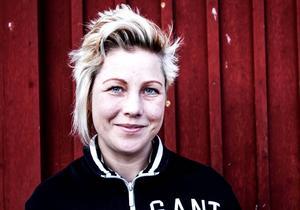 Theresa Flatmo, krögare, var med och spelade in ett avsnitt av radioprogrammet Meny. När Sveriges radio fick veta att hon också är politiker stoppades programmet med hänvisning till SR:s policy för vad som gäller när det är valår.