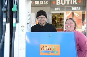 Att det skulle finnas en bemannad bensinmack i Kopparberg igen var Roine och Linda Abrahamssons mål när de övertog butiken på gamla Statoil-stationen.