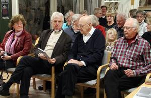 På lördagen firades Hälsingerunors 90-årsjubileum i Edsbyns museum, dit allmänhet, redaktionskommitté och författare i årets bok hade kommit. Jan-Eric Berger, tvåa från vänster, höll i presentationerna av artiklar och författare.