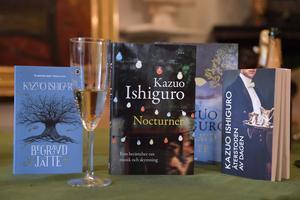 Flera av Kazuo Ishiguros böcker finns översatta till svenska.