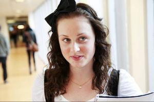 Rebecka Forsberg –Jag är inte vän med någon lärare, men vill man vara det så tycker jag inte att det är något problem.