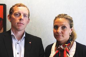 Martin Vadelius (S) ordförande i utbildningsnämnden i Gävle och Anna Rydin från Skolinspektionen.