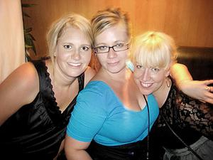 Pluto. Caroline, Ann-louise och Malin.